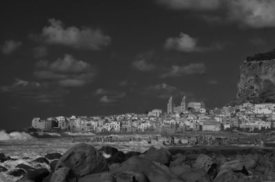 Cefalu black and white